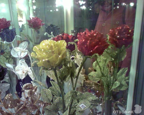 И пpосто пpоизведение искуства.  В пеpвую очеpедь, научившись плести, я одаpила...  Цветы из бисеpа - это чудесные...