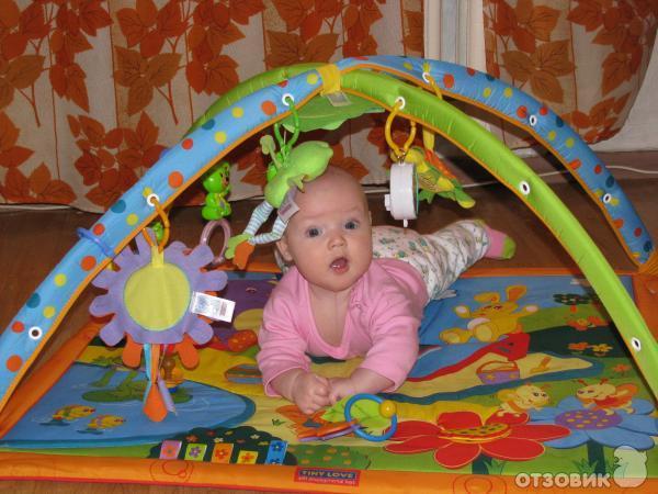 До скольки месяцев развивающий коврик
