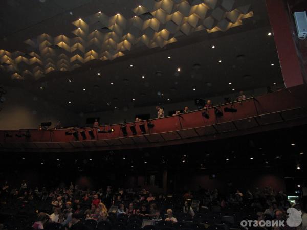 Театр начинается с вешалки...