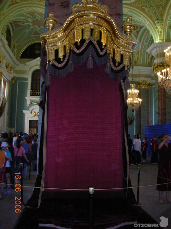 Петропавловский собор служил усыпальницей российских монархов.  Здесь захоронена вся династия Романовых.