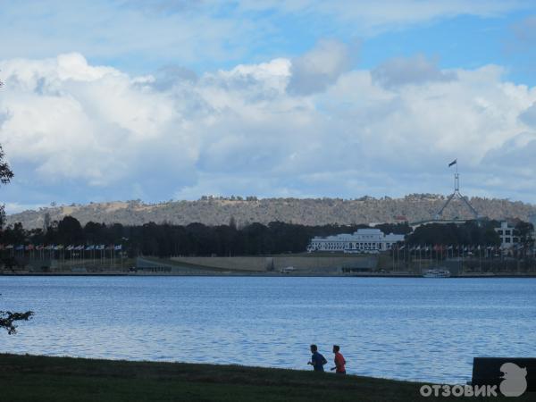 Парк Commonwealth Park (Австралия, Канберра) фото