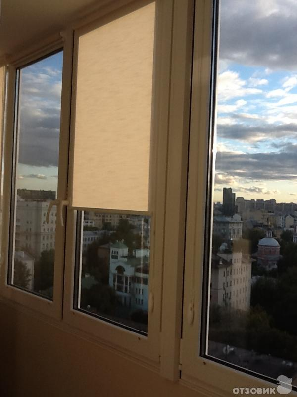 Отзыв о рулонные шторы спаслись от солнца и украсили балкон.